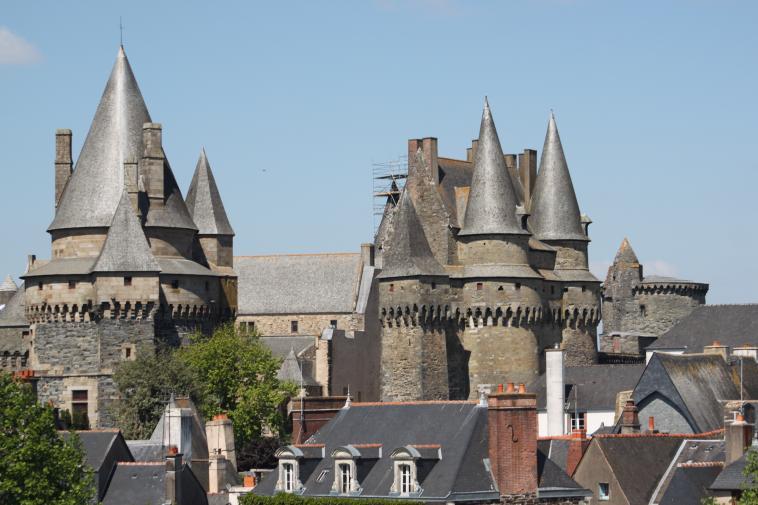 Photo les toits et le chateau de vitr vu de ma fenetre for Vu de ma fenetre